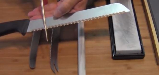 sharpening bread knife